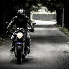 Kokią aprangą rinktis pasivažinėjimui su motociklu?